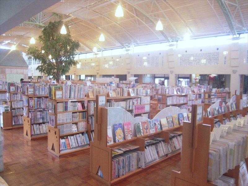 伊万里図書館